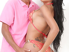Lizzy Laynez gets her TS ass penetrated!