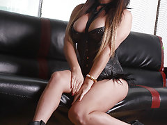 Watch the horny Britney Markham make her trans500 debut here !